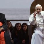 """Papa Francisco en barrio dominado por la mafia en Nápoles: """"Una sociedad corrupta es sucia y apesta"""""""