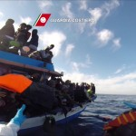 Otro naufragio de inmigrantes ilegales en el mar Mediterráneo: hay 400 desaparecidos incluyendo jóvenes y menores