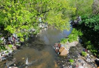 Guardia Republicana encuentra 24 vehículos en el lecho del arroyo Miguelete