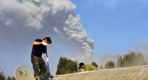 """Temen que la tercera erupción del volcán Calbuco """"sea la peor"""": las cenizas devastan Patagonia y alcanzan el Río de la Plata"""