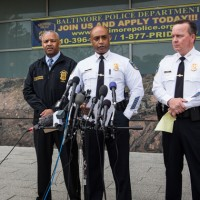 """Policía tiene testigo que dice del joven negro que murió estando detenido: """"Se golpeaba sólo contra las paredes"""""""