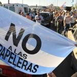 Asambleístas de Gualeguaychú vuelven a manifestarse en el puente binacional San Martín contra UPM