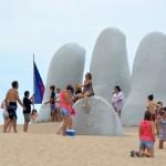 Uruguay recibió casi 1 millón de turistas. Ingresaron divisas por 830 millones de dólares