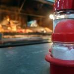 Intendencia multó a 20 restaurantes en un mes por tener saleros en las mesas