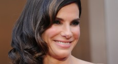La actriz Sandra Bullock elegida por la revista People como la mujer más hermosa de 2015
