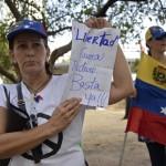 Maduro entrega 10 millones de firmas venezolanas contra Obama pero organizaciones de Derechos Humanos reclaman contra Caracas