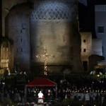"""Vía Crucis: Papa Francisco lamenta """"silencio cómplice"""" que deja morir a cristianos por su fe """"todavía ahora"""""""