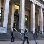 Director de Biblioteca Nacional, Carlos Liscano, fue destituido porque pidió funcionarios por la prensa cuando ya habían sido otorgados