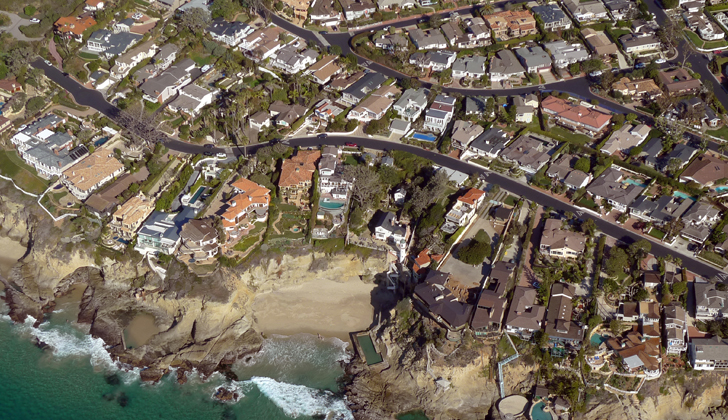 California aplica restricciones históricas en el consumo de agua