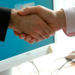Un apretón de manos puede indicar al médico sobre la salud del paciente
