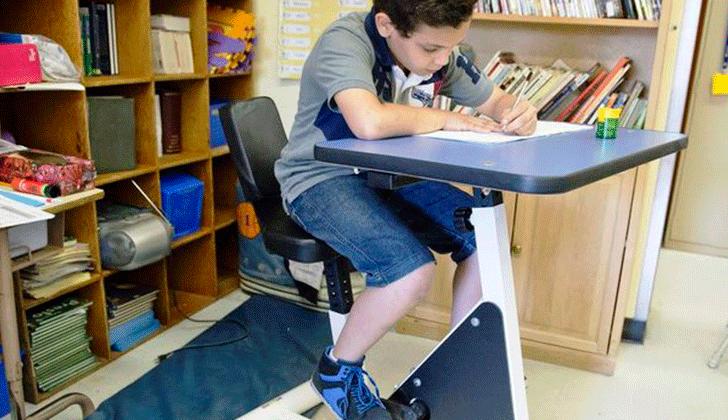En canad prueban usar bici escritorios para ni os for Escritorios uruguay