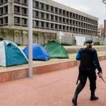 Ex presos de Guantánamo recibirán asistencia de ACNUR y levantan protesta frente a embajada de EE.UU