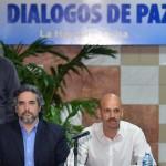 Dos jefes de las FARC uno de ellos negociador de paz, mueren en bombardeo del Ejército