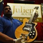 Rematan guitarra de George Harrison en US$490.000, junto a pertenencias de Hendrix, Elvis y Madonna