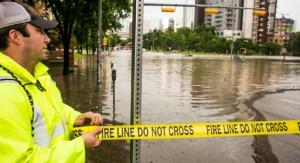 Fuga masiva de vecinos por riadas inéditas en Texas: hay 17 muertos, ciudades inundadas y lluvia récord