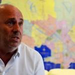 "Edgardo Novick dijo que mientras él cargaba ""cajones"" en la feria Lucía Topolansky cargaba ""fusiles"" en democracia"