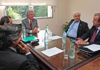 Tabaré Vázquez recibe el apoyo explícito de cámaras empresariales para mantener buen posicionamiento de Uruguay