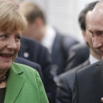 Presidente ruso Vladimir Putin se reúne con canciller alemana Ángela Merkel y asegura que progresa proceso de paz en este de Ucrania