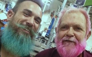"""Arrasan los """"merman"""", en español """"sirenos"""", dejando anticuados hipsters y fofisanos: eso sí, hay que teñirse la barba de colores"""