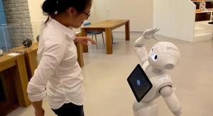 Japón: la primera edición de robots antropoides que hablan, entienden reacciones humanas y hacen tareas sencillas, se agotan apenas salidos al mercado
