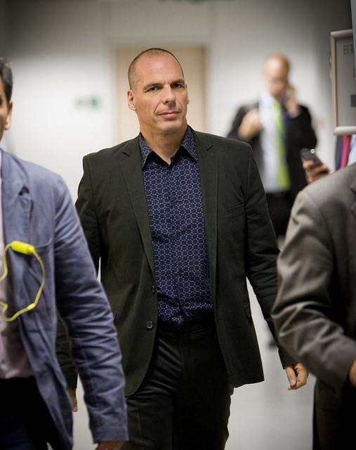 """El -ahora- exministro de economía griego Yanis Varoufakis, había indicado en The Guardian que """"la salida de Grecia del euro, creando una nueva moneda, sería dificilísima. En Irak la introducción de una nueva moneda duró casi un año, con el desarrollo de una enorme infraestructura que no existe en Grecia."""