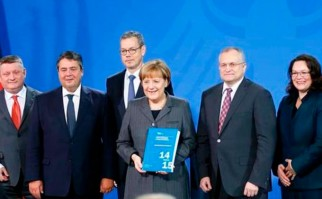 Asesores de Merkel proponen crear un mecanismo para salir del euro