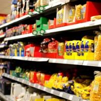 El gobierno, las cámaras empresariales, importadores y comerciantes logran acuerdo de precios de 1.500 productos básicos