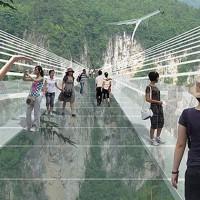 China construirá el puente colgante más largo y más alto del mundo que además, será de cristal