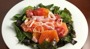 Deliciosa ensalada de invierno con naranja sanguina