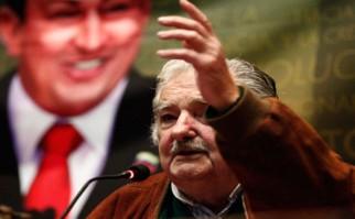 Mujica homenajea a Chávez en medio de polémica con gobierno venezolano