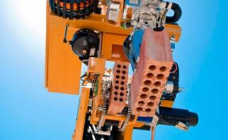 Crean en Australia el robot-albañil: con un plano 3D coloca mil ladrillos por hora y hace una casa en dos días