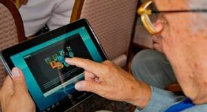 Comienzan las inscripciones para que jubilados puedan recibir las tablets en el interior del país