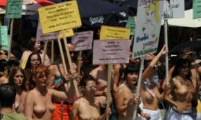 """Hombres y mujeres marchan en NY apoyando a las  """"desnudas de Times Square"""""""