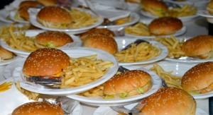 """Salud Pública comenzará a controlar que en escuelas y liceos no se venda comida """"chatarra"""""""