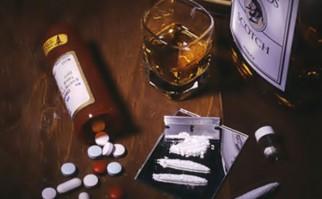 Gobierno firma decreto que prohíbe tenencia y consumo de alcohol y drogas en el trabajo