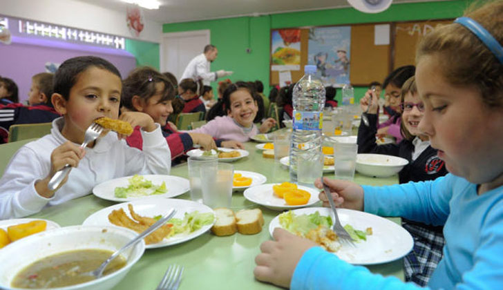 Resultado de imagen para niños comiendo en primaria uy