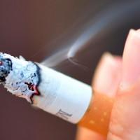 Fumar podría influir en la caída de cabello
