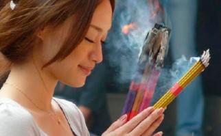 El humo de los inciensos podría ser más tóxico que el del cigarro
