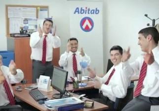 Luis Suárez tiene varios dobles para la nueva publicidad de Abitab