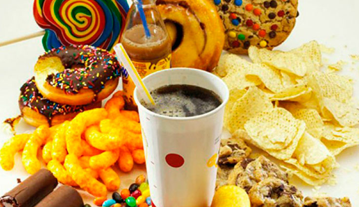 Para la OMS los alimentos ultraprocesados son los causantes de la obesidad. Foto: AFP