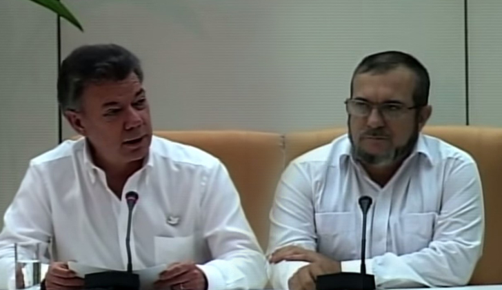 Timochenko (der) junto a Juan Manuel Santos. Fotos: Captura vídeo TeleSurTV.