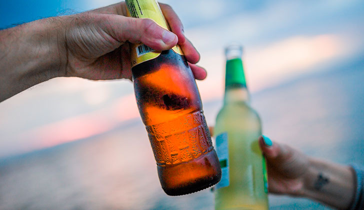 La publicidad influye en el consumo de alcohol de los jóvenes. Foto: Pixabay