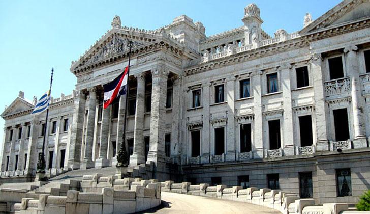 Resultado de imagen para parlamento uruguayo
