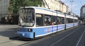 Intendente de Montevideo, Daniel Martínez, estudia modalidad de transporte integrado de Stuttgart, Alemania