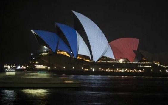 El Teatro de la Ópera de Sidney también se solidarizó con París.
