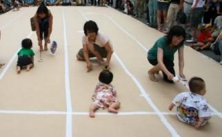 Japón: Carrera de 600 bebés gateando bate récord mundial sobre una distancia de tres metros