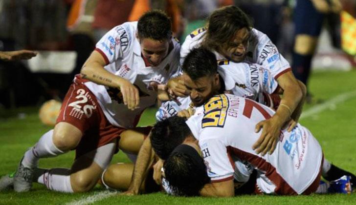 Huracán eliminó a River y es finalista de la Sudamericana 2015