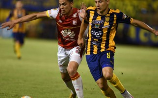 Esta noche se define el primer finalista de la Sudamericana 2015. Foto: AFP