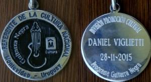 Daniel Viglietti es reconocido con la medalla Guitarra Negra, que otorga la Intendencia