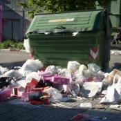 """Intendencia de Montevideo recoge residuos con """"aspiradoras"""" tras acumulación en 2.000 contenedores"""